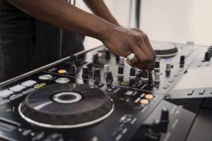 popular DJ services